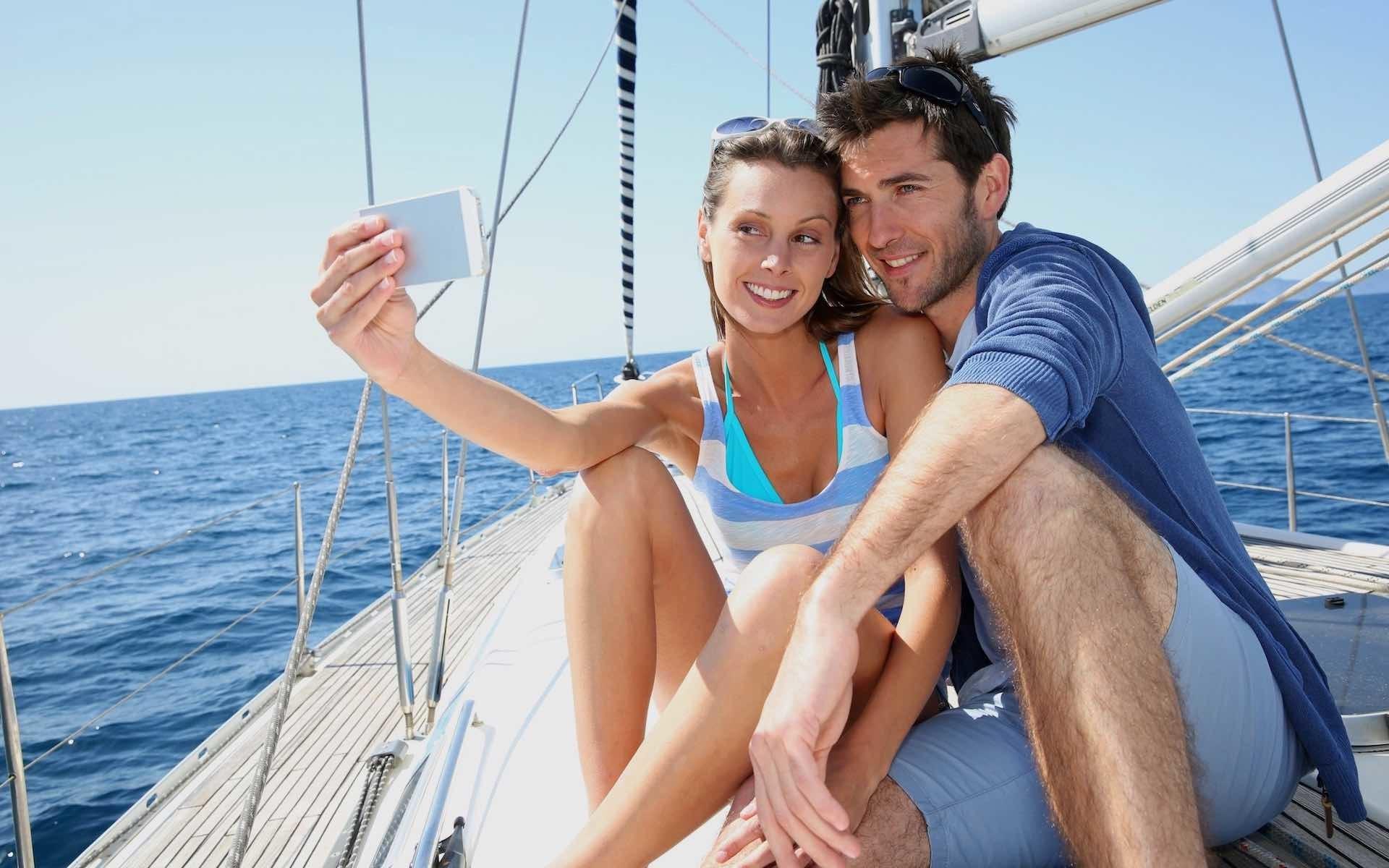 Vacanze in barca a vela per single e coppie